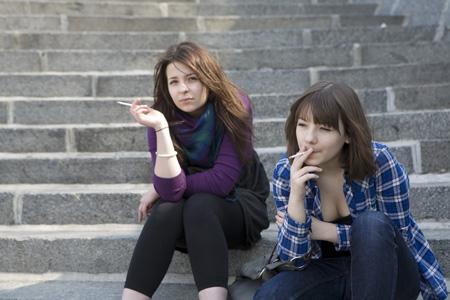 Teini-ikäinen ystävät seksiä